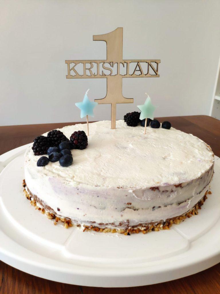 zuckerfreie torte 1 geburtstag 768x1024 - Geschenke zum 1. Geburtstag: 20 großartige Geschenkideen